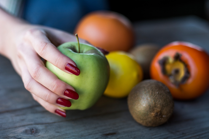 Woman-holding-apple.jpg