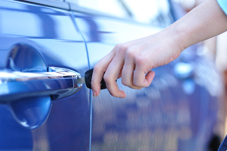 Woman-s-hand-opening-a-car-door.jpg