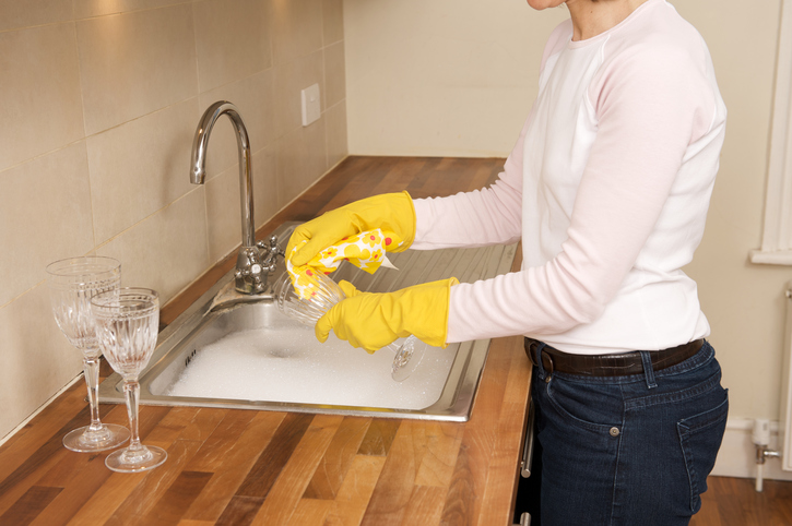 Woman-wearing-gloves-while-doing-dishes.jpg