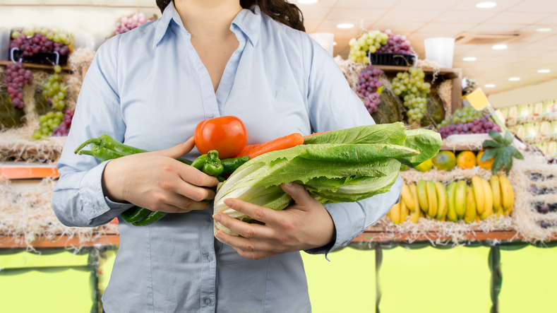 Woman-with-armful-of-produce.jpg